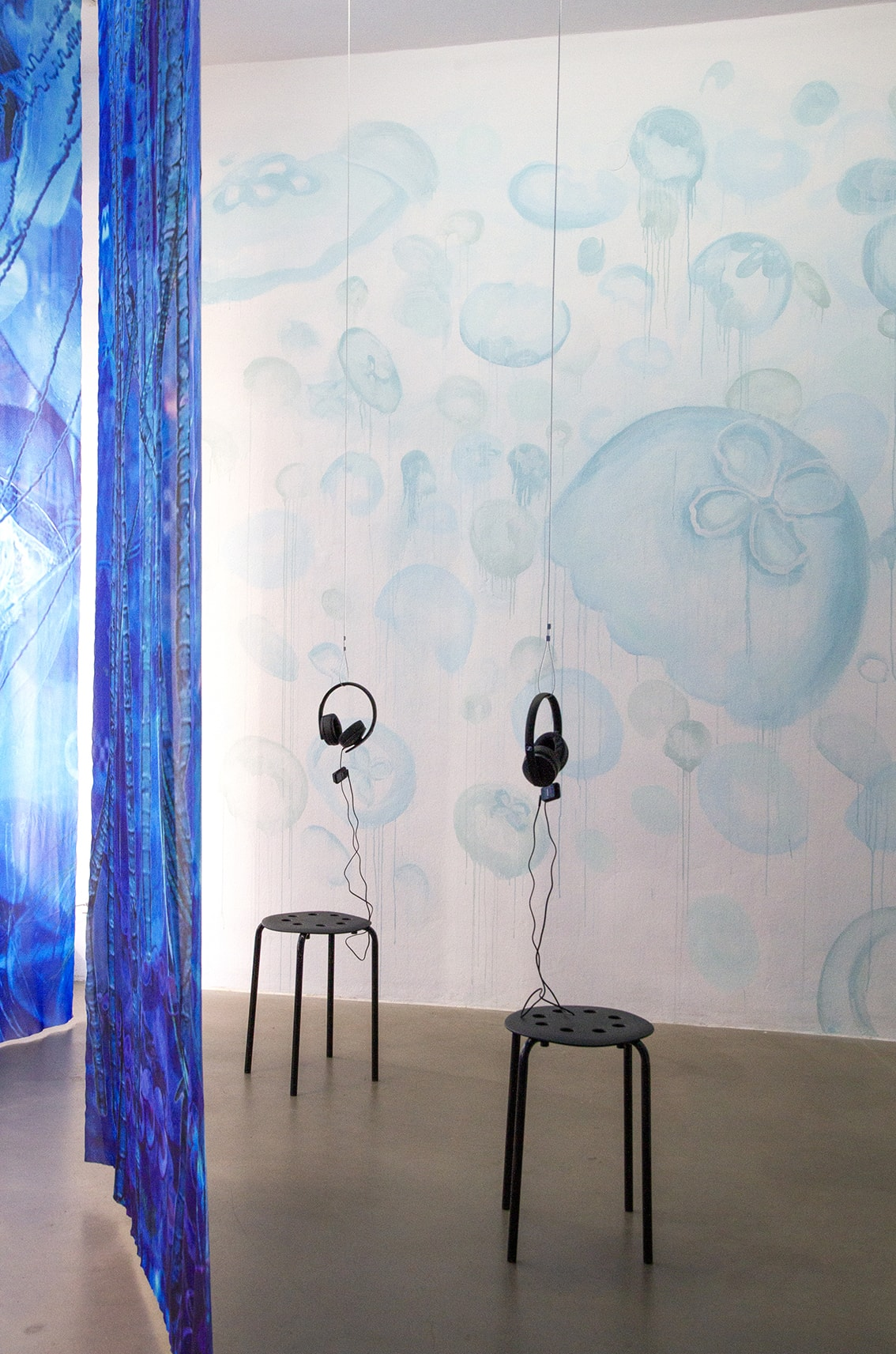 Installation view of Einen Riesigen Schwarm at Digital Art Space Munich - wall painting, digitally printed banners, and sound installation